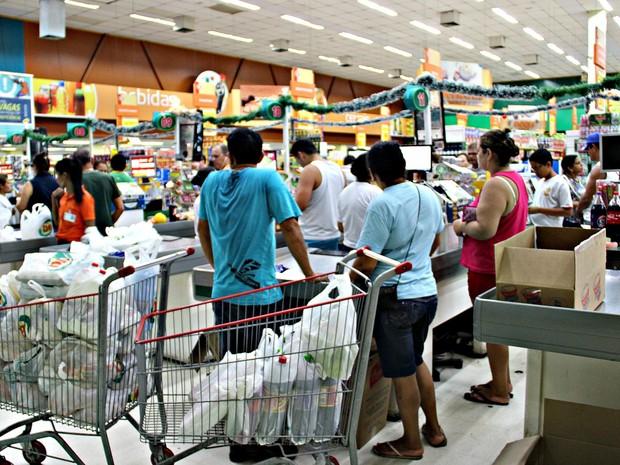 Supermercados tiveram movimento intenso nesta quinta (Foto  Indiara  Bessa G1 AM) 9fa04d2ec1224