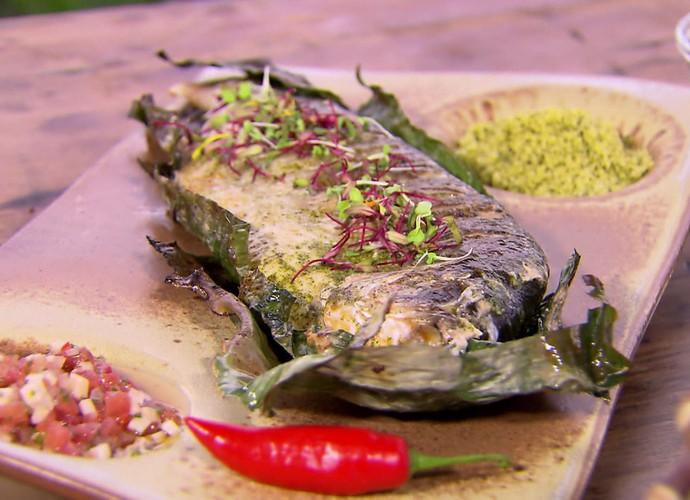 Chef Ana Luiza Trajano ensina peixe assado no 'Estrelas'  (Foto: TV Globo)