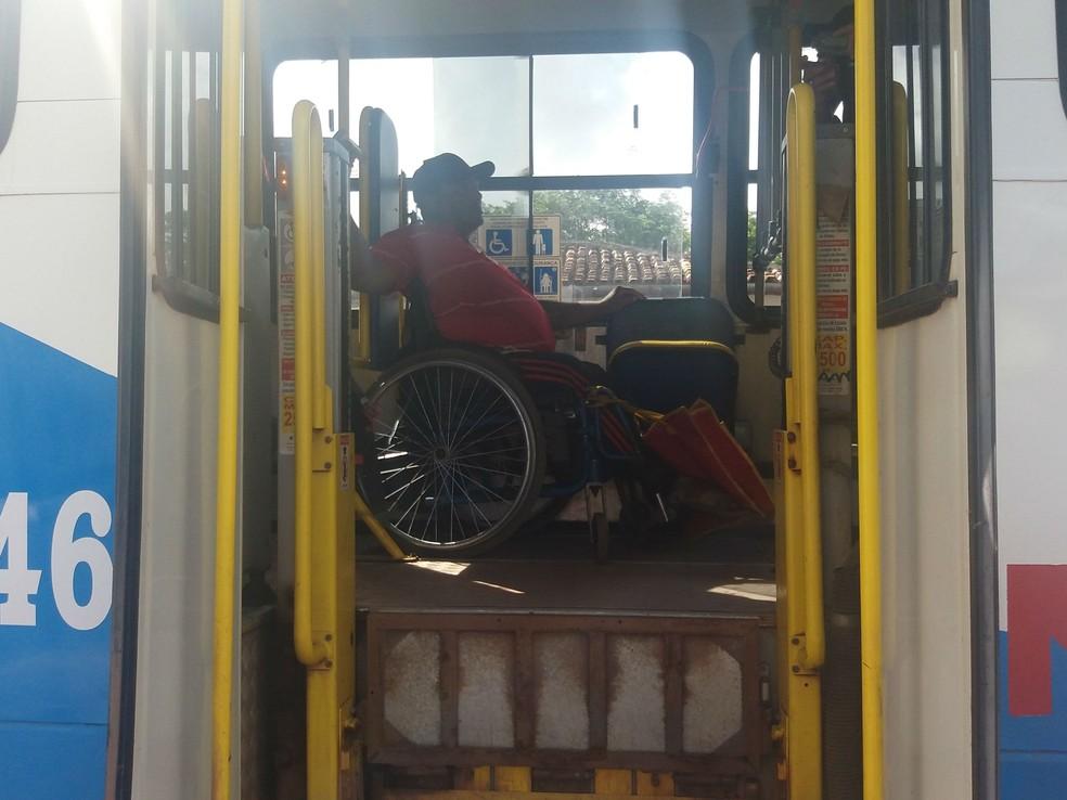 Foto mostra elevador sujo; equipamento funcionou lentamente (Foto: Fabiana Figueiredo/G1)