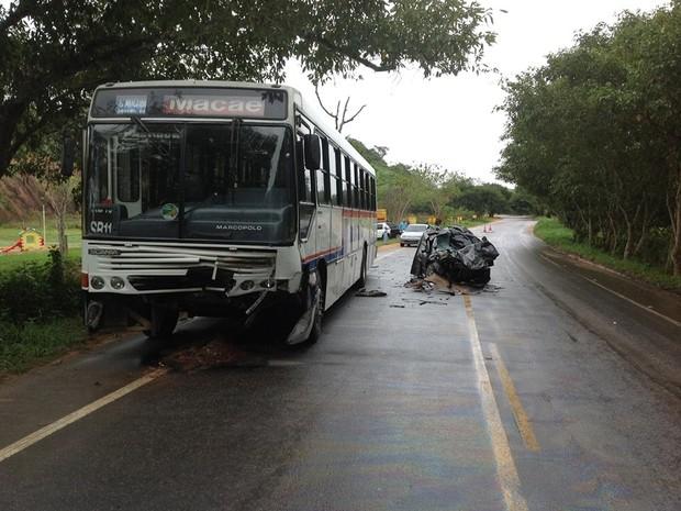 Carro ficou completamente destruído e motorista morreu no local (Foto: Douglas Smmithy / Arquivo pessoal)