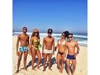 Ludmilla curte dia de folga com os amigos em praia do Rio