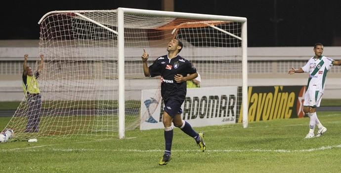 Fábio Paulista comemora o primeiro gol do Remo (Foto: Antônio Cícero/Colaborativo)