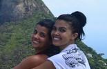 Karina Barros fica noiva no topo da Pedra Bonita