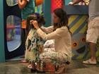Giovanna Antonelli brinca com as filhas em shopping