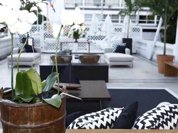 Mais detalhes da decoração em preto e branco do ambiente (Foto: Inácio Moraes/TV Globo)