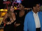 Liziane Gutierrez se empolga e mostra demais em festa no Rio