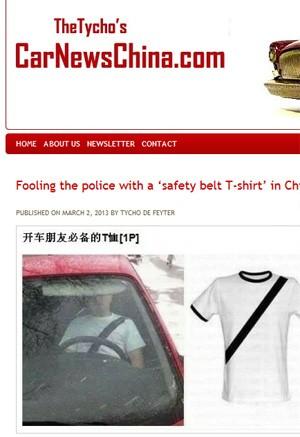 Camiseta com faixa preta simula que motorista está usando cinto (Foto: Reprodução)