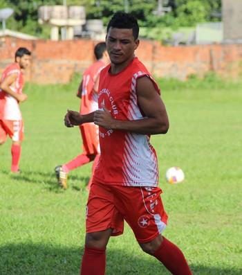 Emerson Martins, meio-campo do Rio Branco-AC (Foto: João Paulo Maia)