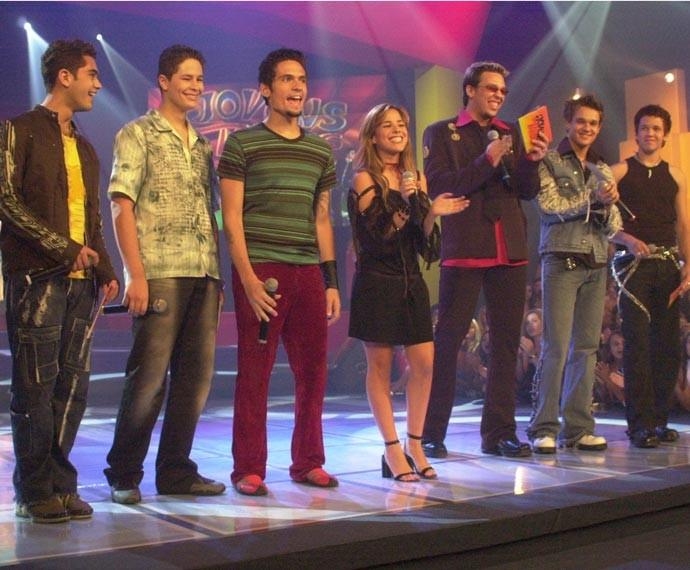 No Jovens Tardes, Fael dividiu o palco com Pedro e Thiago, Wanessa Camargo e KLB (Foto: Globo)