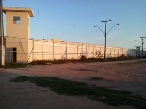 Conjunto Penal de Feira de Santana, na Bahia, teve fuga de seis preso (Foto: Almir Melo / TV Subaé)