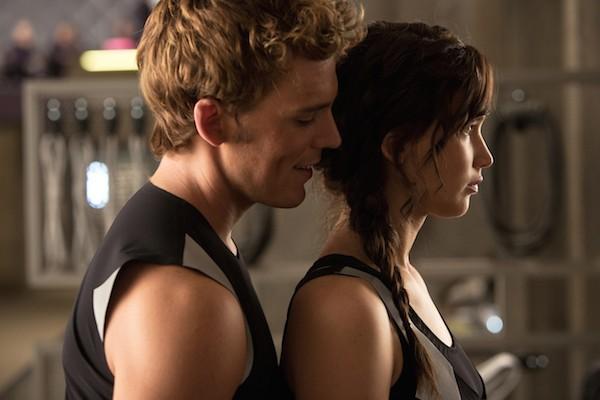 O ator Sam Claflin com Jennifer Lawrence em Jogos Vorazes (Foto: Reprodução)