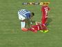 """Charles sofre entorse após pisar em """"buraco"""" e vira preocupação no Inter"""