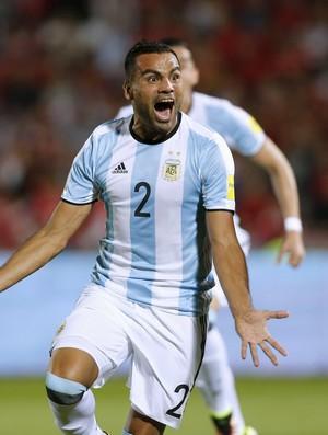 Mercado comemora gol, e Isla reclama em Chile x Argentina