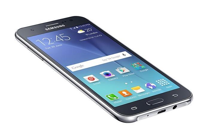 Galaxy J5 tem uma teal de melhor qualidade (Foto: Divulgação/Samsung)