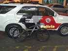 Bandido usa força física para roubar bicicleta, mas acaba preso