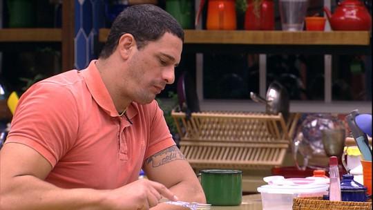 Daniel conta que está indignado com Elis: 'Pessoa dissimulada'