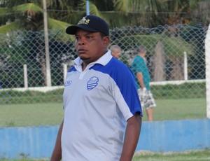 Wilson, técnico do sub-15 do CSA (Foto: Paulo Victor Malta/GLOBOESPORTE.COM)