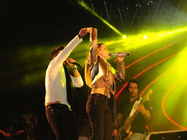 Thaeme e Thiago fecharam a segunda noite do Rodeio de Jaguariúna (Foto: Raul Pereira/G1)