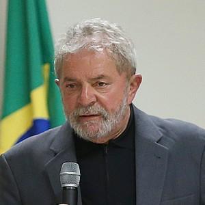 Lula diz que entrará com ação por danos morais contra revista