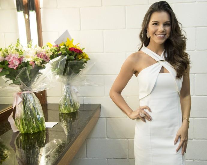 Mariana Rios abusa da beleza em look todo branco na estreia do 'The Voice'  (Foto: Isabella Pinheiro/Gshow)