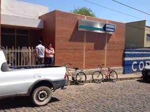 Sede da Copasa em Itapecerica (Foto: Ricardo Welbert/G1)