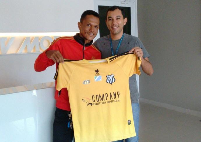 Paulo Nascimento ganhou camisa do Operário (Foto: Reprodução/TV Morena)