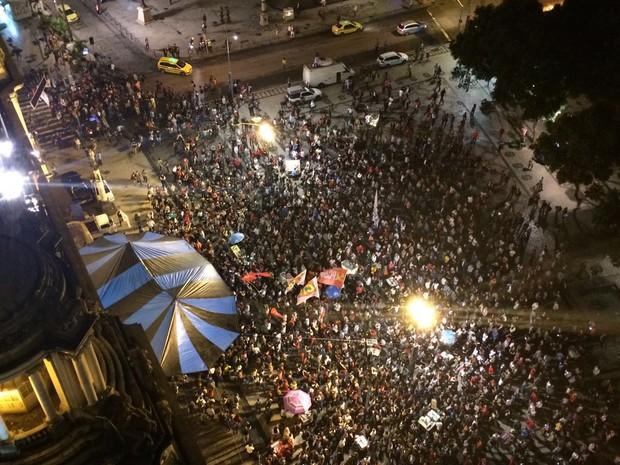 Manifestação contra governo de Temer se concentra na Cinelândia (Foto: Henrique Coelho/G1)