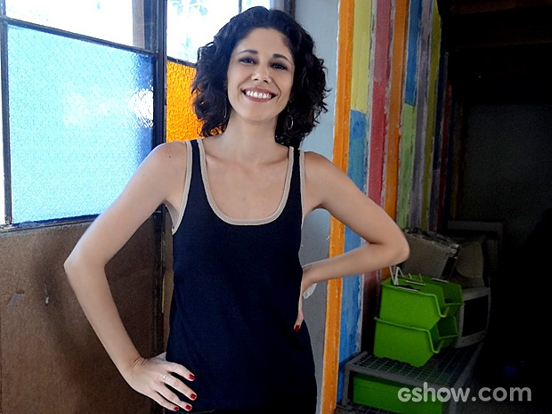 Juliana Martins interpreta a jornalista Jojô, da Parker TV (Foto: Geração Brasil / TV Globo)