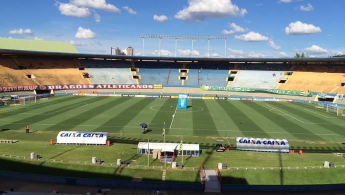 Atlético-GO x Goiás no Serra Dourada (Foto: Sílvio Túlio/GloboEsporte.com)
