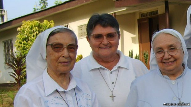 Irmã Maria Teresa Moser (centro) disse a colegas que famílias inteiras estão sendo contaminadas no interior da Libéria (Foto: Arquivo Pessoal)