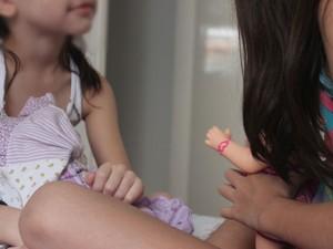Paty brinca com a irmã (Foto: Fernando Brito/G1)