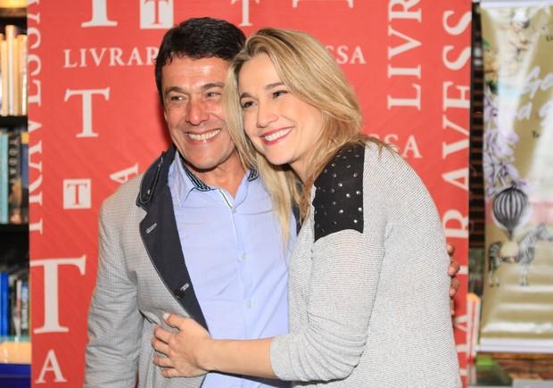 Fernanda Gentil com o pai  (Foto: Anderson Barros / Ego)