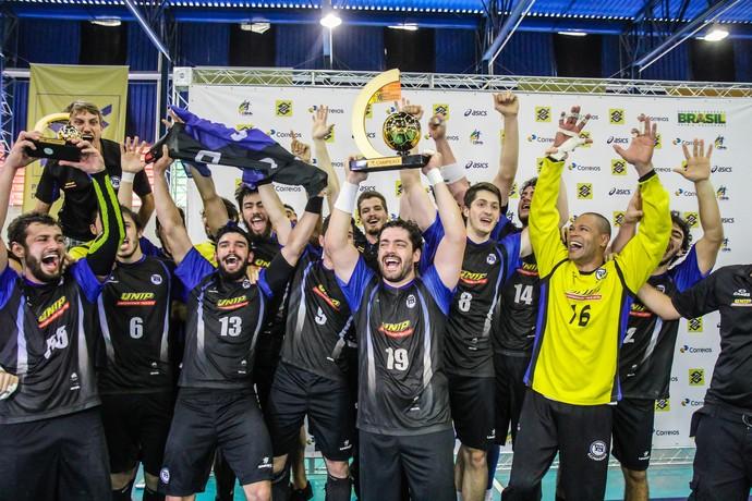 Pinheiros comemora título após bater Taubaté na Liga Nacional de handebol (Foto: Bruno Miani/Photo&Grafia)