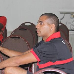 Júnior Silva, auxiliar físico (Foto: Josiel Martins/GloboEsporte.com)