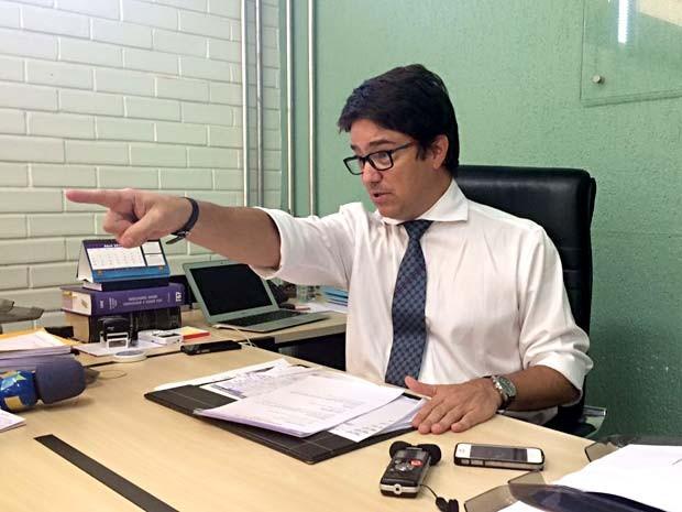 O delegado-chefe da 4ª DP, no Guará, Rodrigo Larizzatti (Foto: Jamile Racanicci/G1)