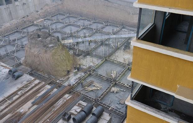 Construção do prédio foi iniciada há sete meses na China (Foto: Reuters)