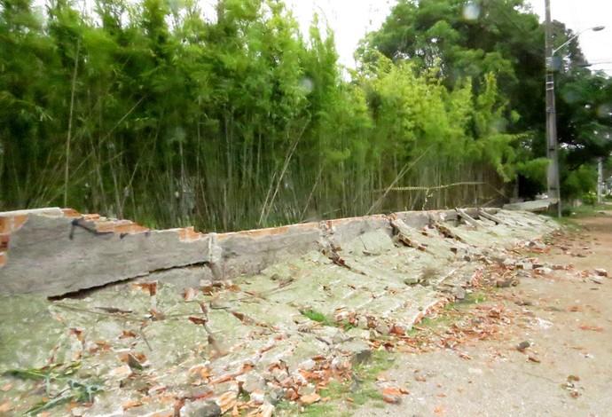 Muro CT do Caju Atlético-PR (Foto: Fernando Freire)