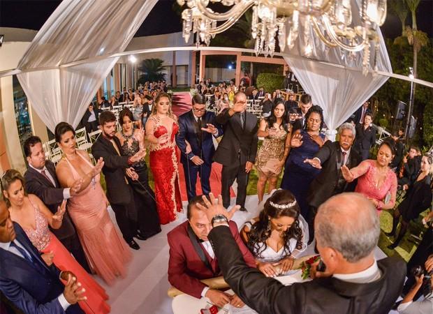 A celebração do casamento de Elis Nair e Luiz Carlos (Foto: Reprodução/Instagram)