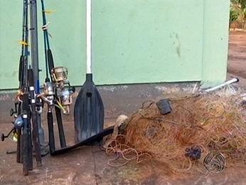 Materiais para pesca foram apreendidos durante operação. (Foto: Reprodução/TVCA)