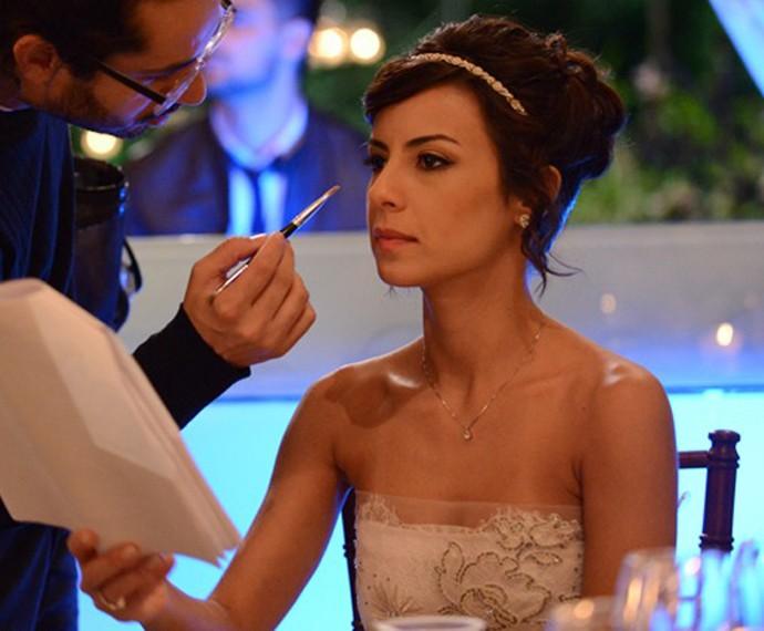 Andreia Horta pronta para casamento em 'Império'  (Foto: Raphael Dias/Gshow)