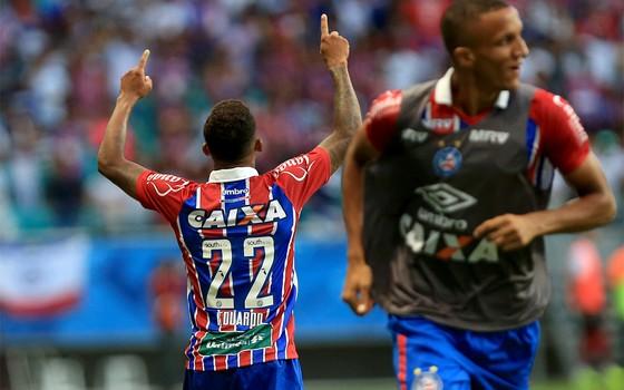Camisa do Bahia com patrocínio da Unimed: o clube encontrou uma solução para tirar o verde do uniforme tricolor (Foto: Felipe Oliveira / Bahia)