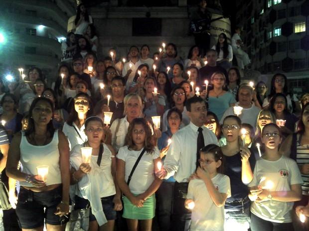 Manifestação reuniu professores e estudantes no bairro do Gonzaga, em Santos, SP (Foto: Alexandre Valdívia/TV Tribuna)