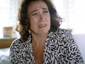 Marta não segura as emoções e desaba a chorar (Foto: TV Globo)
