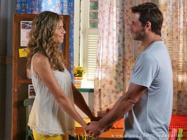 Ester avisa que deixou Alberto definitivamente (Foto: Flor do Caribe / TV Globo)