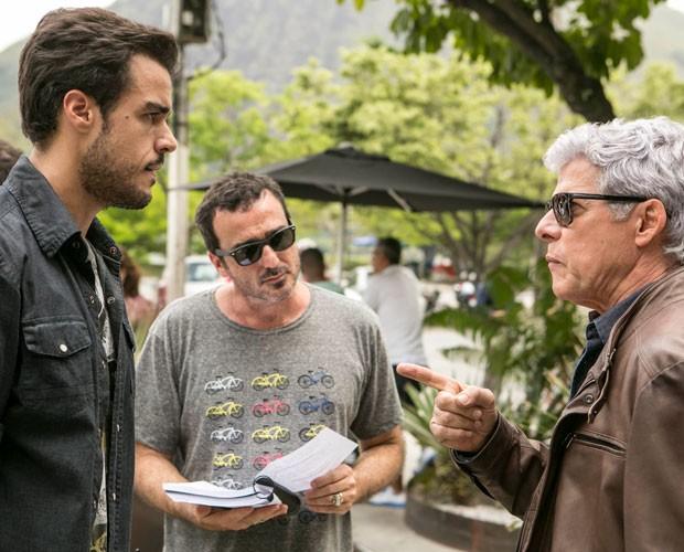 Joaquim Lopes e José Mayer são dirigidos na externa (Foto: Inácio Moraes/Gshow)