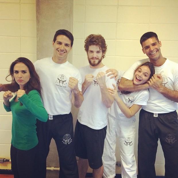 Tatá Werneck e Bruna Marquezine em aula de defesa pessoal (Foto: Reprodução/Instagram)