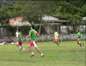 Treino do Plácido de Castro no estádio Ferreirão (Foto: Reprodução/TV Acrelândia)