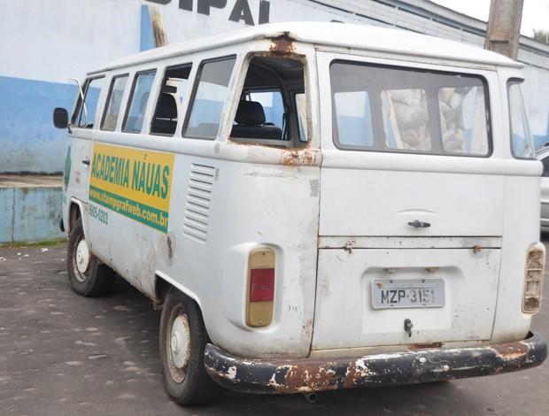 Veículo do Náuas que pode ser usado para o transporte dos jogadores (Foto: Francisco Rocha)
