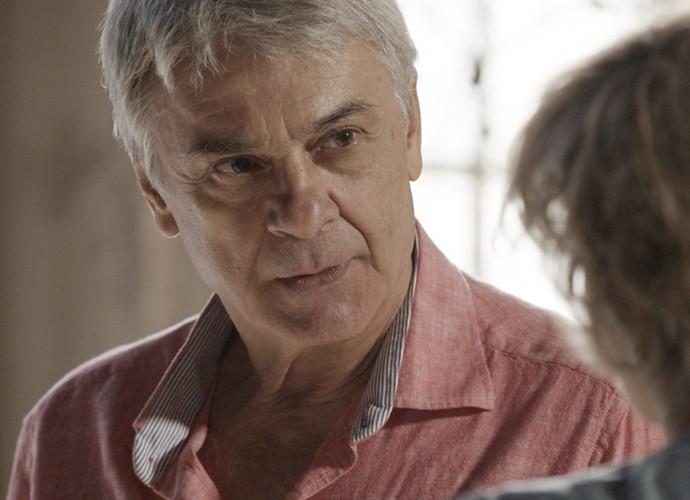 Queiroz fica surpreso com a decisão da esposa (Foto: TV Globo)