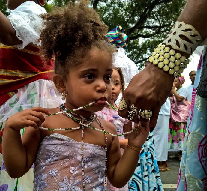 Na Caminhada Raízes da Bahia, adultos e crianças desfilaram (Foto: Div./Luiz Hohenfeld)